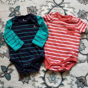 Bundle of baby gap bodysuits size 6-12 months